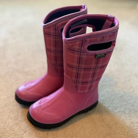 Girls size 3 pink plaid bogs winter boots